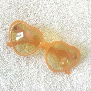 🌸 UO Heart Sunglasses Plastic Happy Summer 🌸